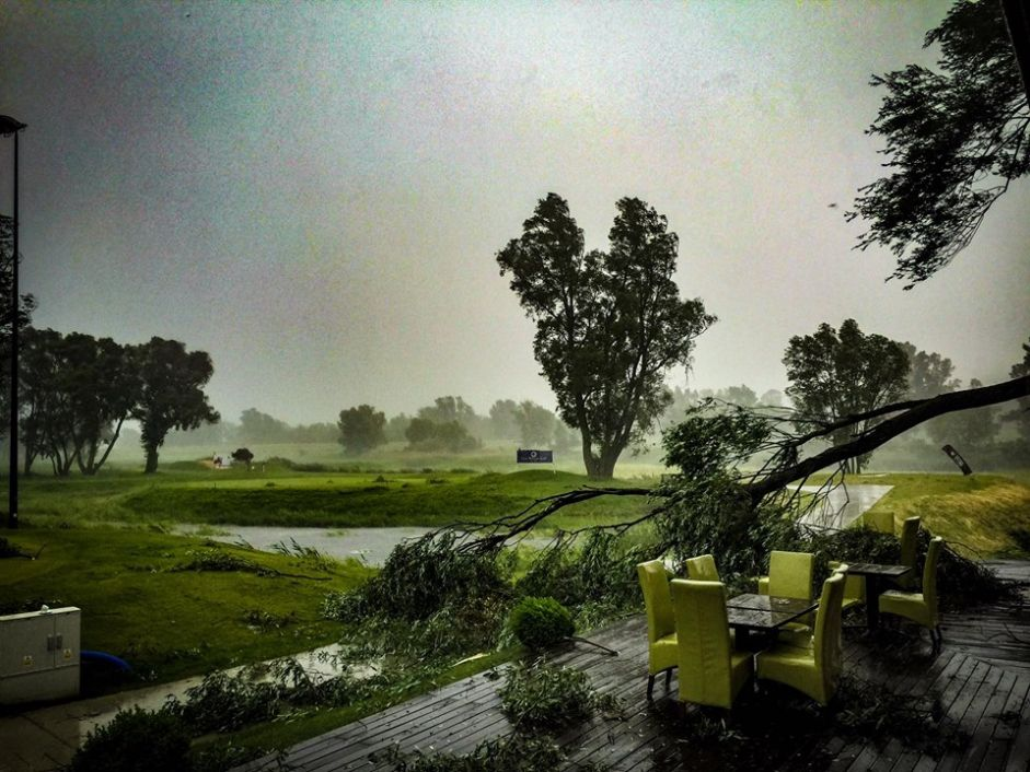 Burze nad Warszawą przerwały turnieje golfowe 15