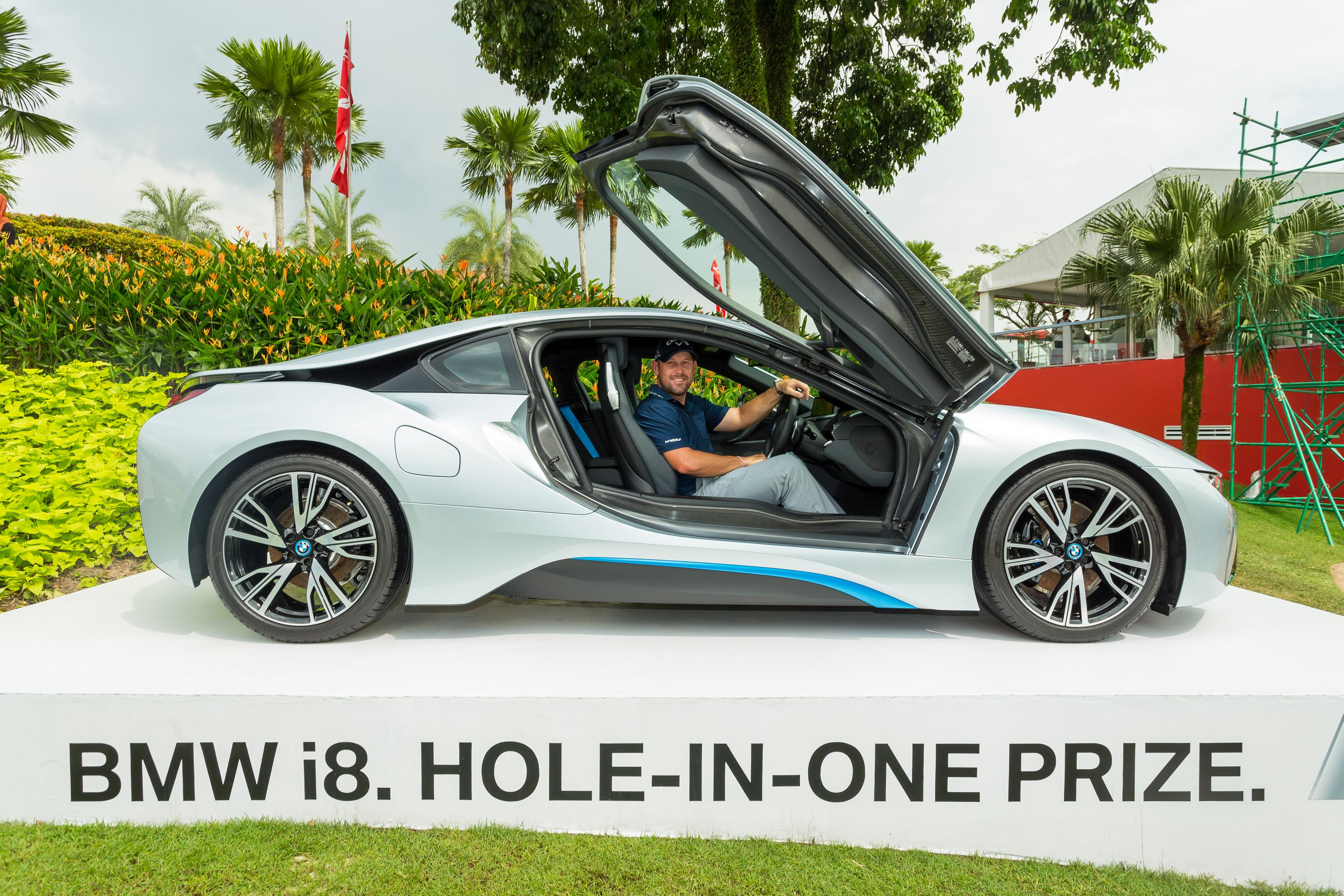 Scott Brown in the All New BMW i8 golfguru